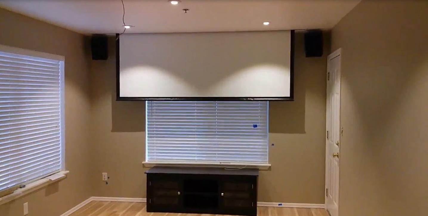 Que se necesita para ocultar un proyector y pantalla de for Plafones de techo y pared