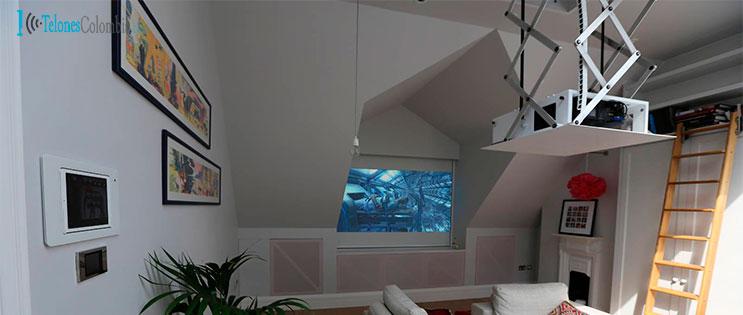 Ascensor y pantalla el ctrica instalado en techo falso for Pantalla para proyector
